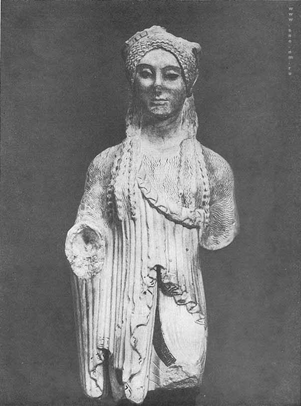 И знаменитая статуя девушки обычно
